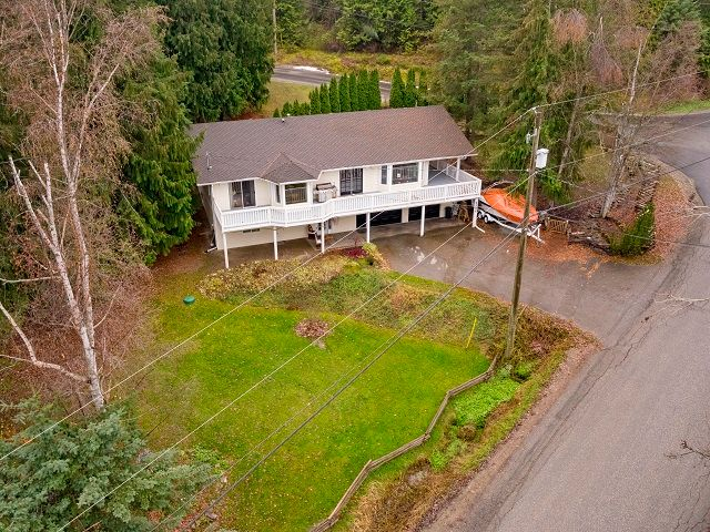 Main Photo: 2506 Centennial Drive in Blind Bay: SHUSWAP LAKE ESATES House for sale : MLS®# 10172280