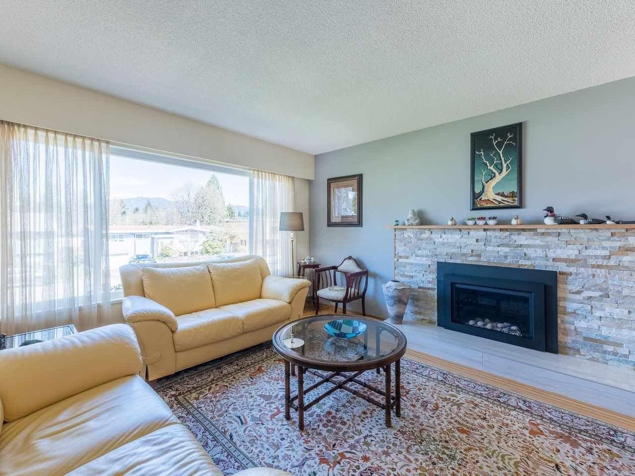 Photo 5: Photos: 808 REGAN Avenue in Coquitlam: Coquitlam West House for sale : MLS®# R2563486