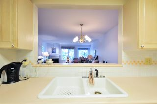 """Photo 5: 314 6707 SOUTHPOINT Drive in Burnaby: South Slope Condo for sale in """"MISSION WOODS"""" (Burnaby South)  : MLS®# R2201972"""