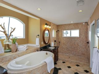 Photo 11: CLAIREMONT House for sale : 3 bedrooms : 3360 Mt. Laurence Drive in San Diego