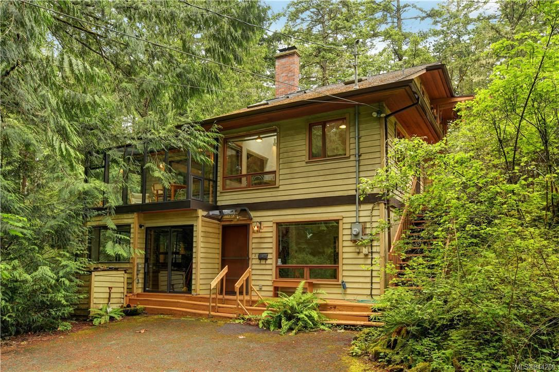 Main Photo: 270 Trevlac Pl in Saanich: SW Prospect Lake House for sale (Saanich West)  : MLS®# 844269