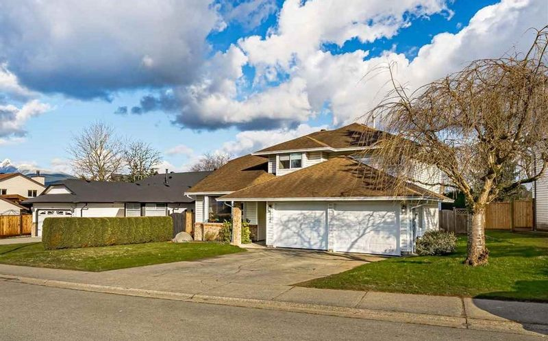 FEATURED LISTING: 12146 CHERRYWOOD Drive Maple Ridge