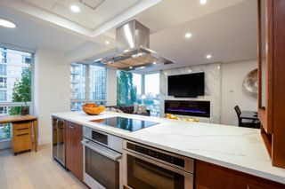 Main Photo: 802 1201 MARINASIDE Crescent in Vancouver: Yaletown Condo for sale (Vancouver West)  : MLS®# R2627361