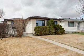Photo 2: 731 45 Street SW in Calgary: Westgate Detached for sale : MLS®# A1092101