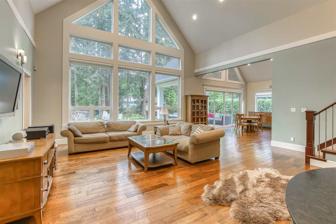 """Photo 12: Photos: 2732 NORTHCREST Drive in Surrey: Sunnyside Park Surrey House for sale in """"Woodshire Park"""" (South Surrey White Rock)  : MLS®# R2543125"""