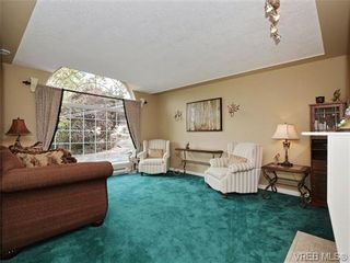 Photo 2: 1629 Kisber Ave in VICTORIA: SE Mt Tolmie House for sale (Saanich East)  : MLS®# 711136
