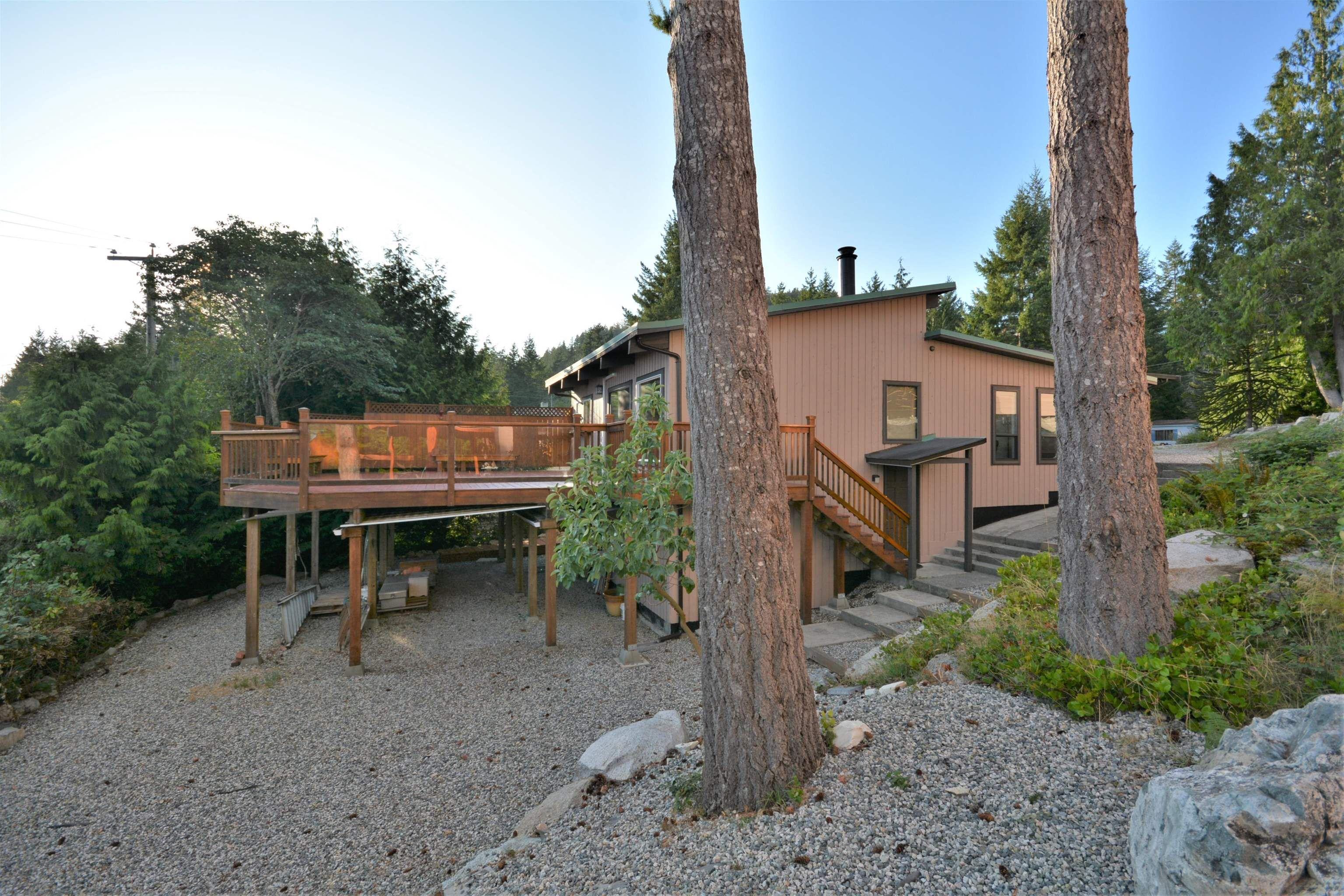 Main Photo: 13306 DELLER Road in Garden Bay: Pender Harbour Egmont House for sale (Sunshine Coast)  : MLS®# R2612077