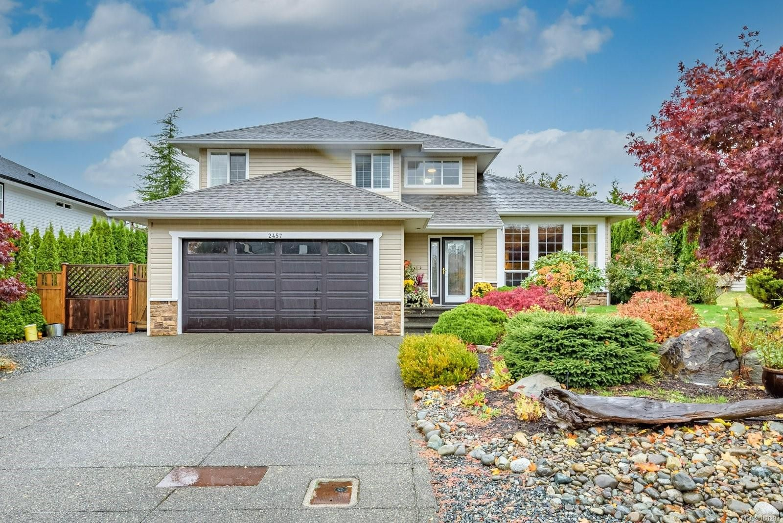 Main Photo: 2457 Stirling Cres in Courtenay: CV Courtenay East House for sale (Comox Valley)  : MLS®# 888293