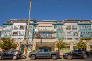 Photo 1: 408 122 E 3RD STREET in North Vancouver: Lower Lonsdale Condo for sale : MLS®# R2393427