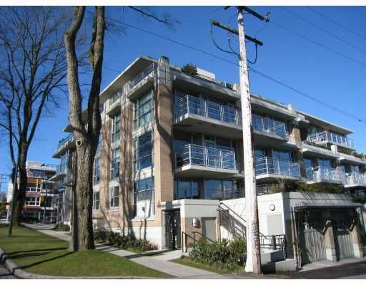"""Main Photo: 101 3595 W 18TH Avenue in Vancouver: Dunbar Townhouse for sale in """"DUKE ON DUNBAR"""" (Vancouver West)  : MLS®# V751304"""