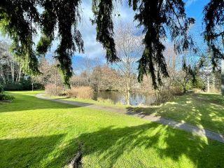 "Photo 20: 15955 ALDER Place in Surrey: King George Corridor Townhouse for sale in ""Alderwood Park"" (South Surrey White Rock)  : MLS®# R2575804"