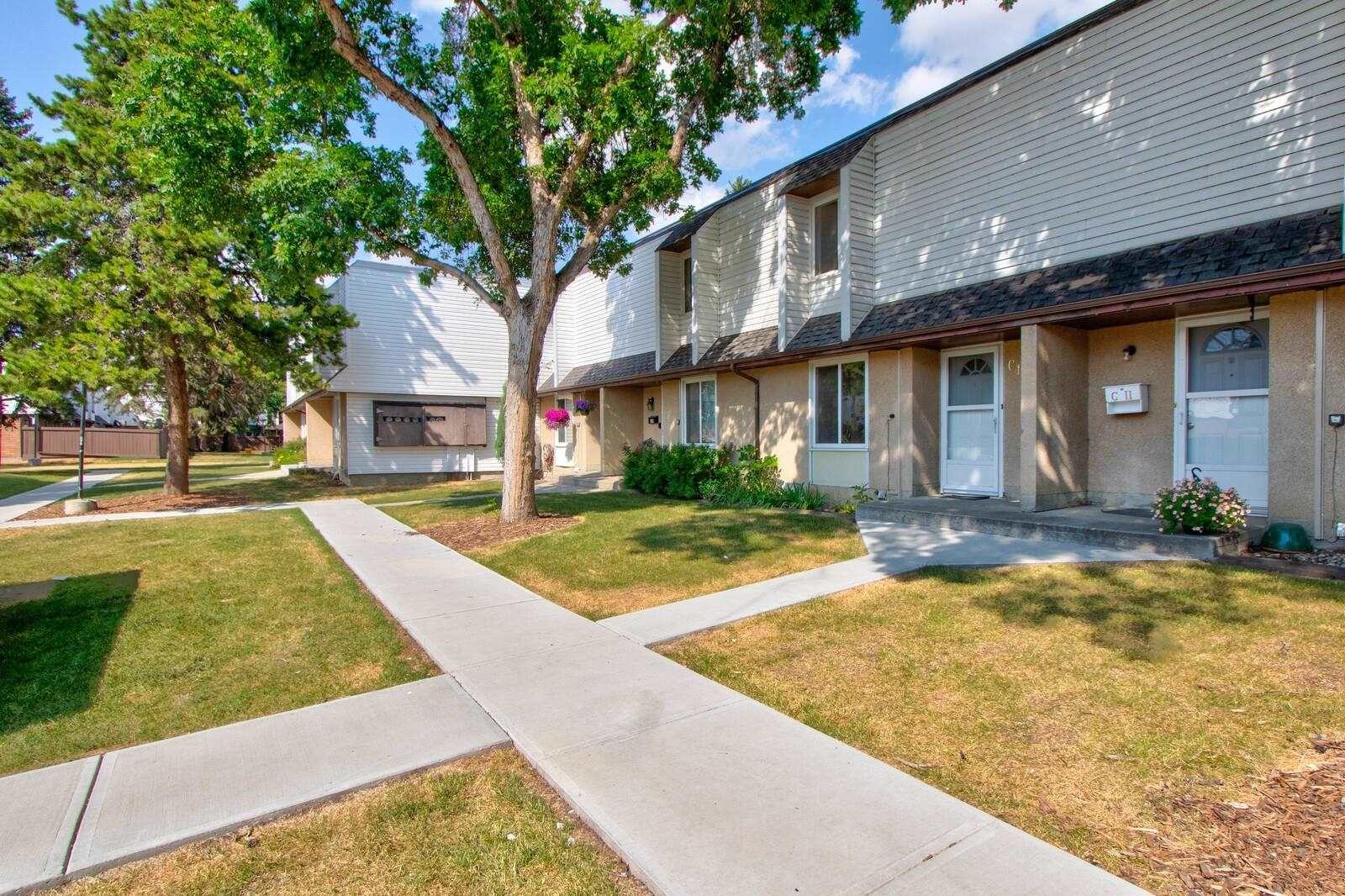 Main Photo: C15 1 GARDEN Grove in Edmonton: Zone 16 Townhouse for sale : MLS®# E4256836