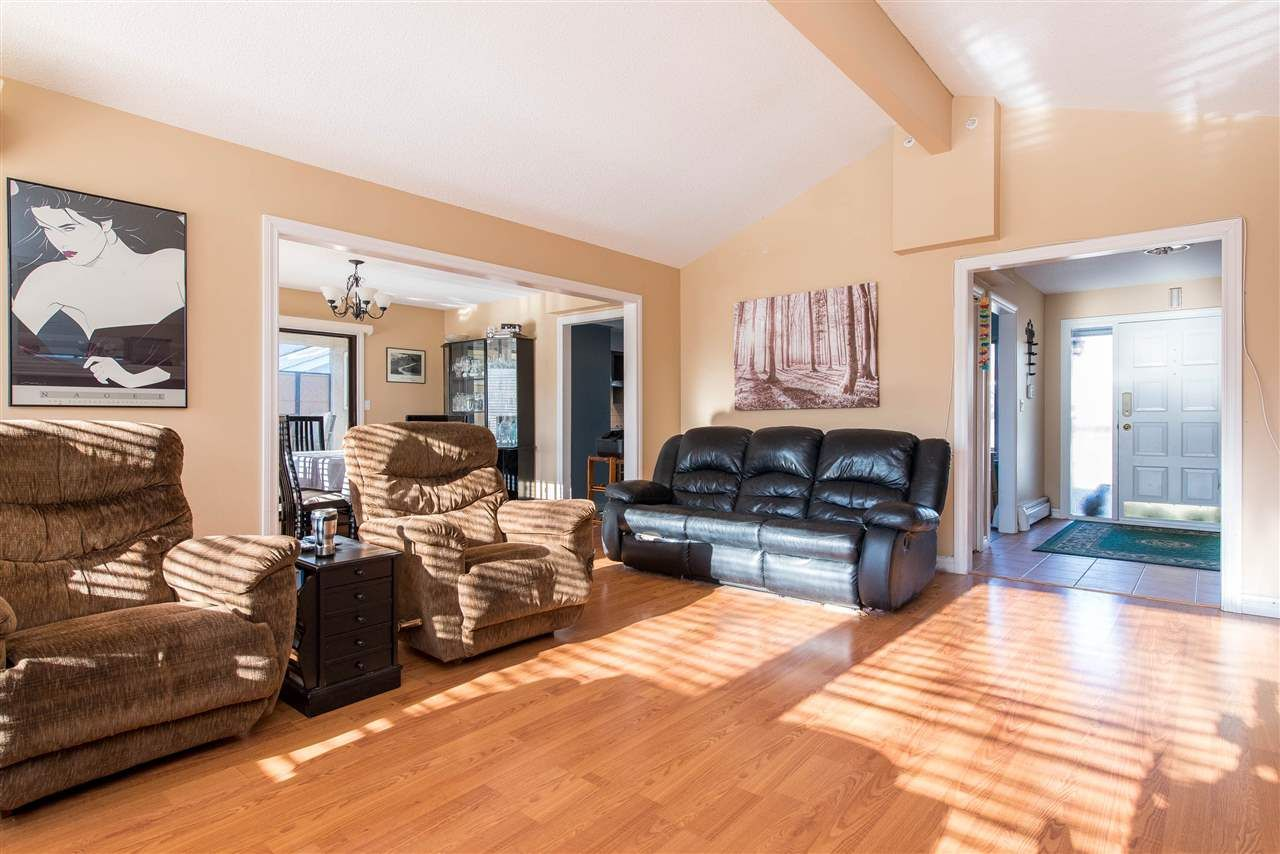 Photo 6: Photos: 2584 SUNNYSIDE Crescent in Abbotsford: Abbotsford West House for sale : MLS®# R2551772