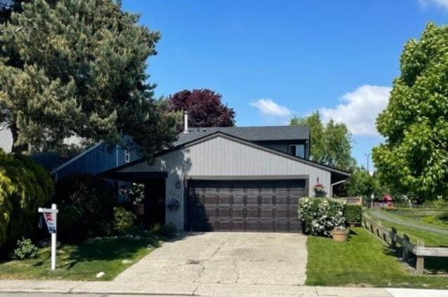 """Main Photo: 2271 WILLOUGHBY Way in Langley: Willoughby Heights House for sale in """"LANGLEY MEADOWS"""" : MLS®# R2580221"""