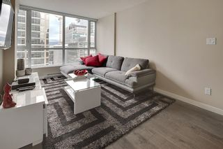 """Photo 1: 1202 833 SEYMOUR Street in Vancouver: Downtown VW Condo for sale in """"CAPITOL RESIDENCES"""" (Vancouver West)  : MLS®# R2066603"""
