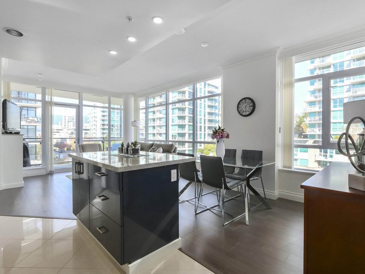 """Photo 10: Photos: 608 172 VICTORY SHIP Way in North Vancouver: Lower Lonsdale Condo for sale in """"Atrium at the Pier"""" : MLS®# R2454404"""