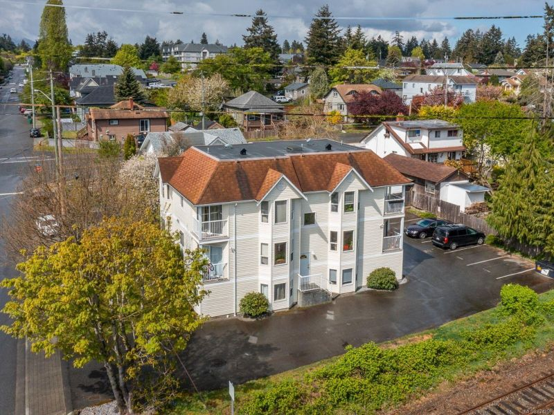 FEATURED LISTING: 201 - 408 Rosehill St