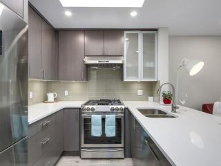"""Photo 2: 401 688 E 16TH Avenue in Vancouver: Fraser VE Condo for sale in """"VINTAGE EASTSIDE"""" (Vancouver East)  : MLS®# R2223422"""