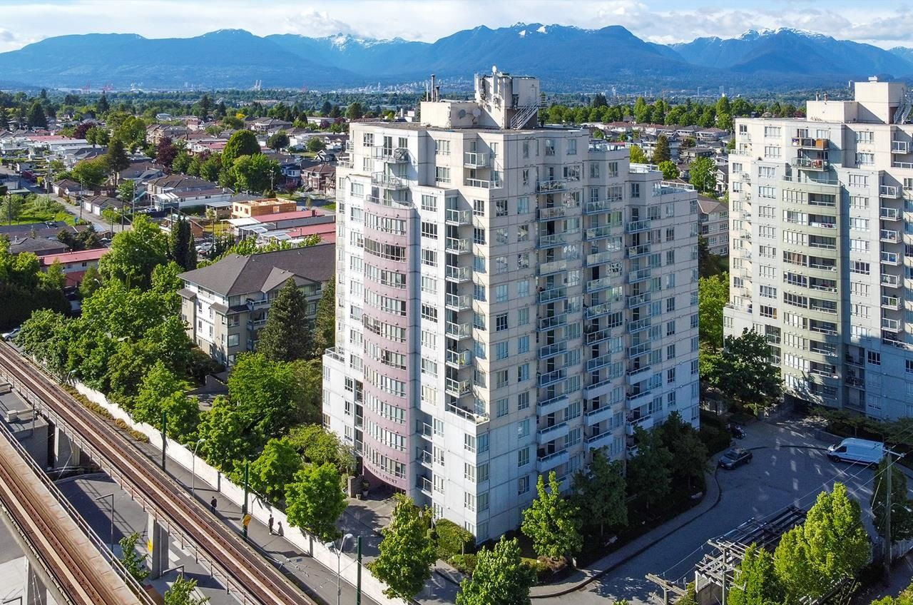 """Main Photo: 1206 3455 ASCOT Place in Vancouver: Collingwood VE Condo for sale in """"QUEENS COURT"""" (Vancouver East)  : MLS®# R2615390"""