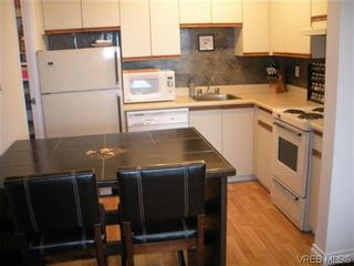 Photo 2: 504 1630 Quadra St in VICTORIA: Vi Central Park Condo for sale (Victoria)  : MLS®# 622826