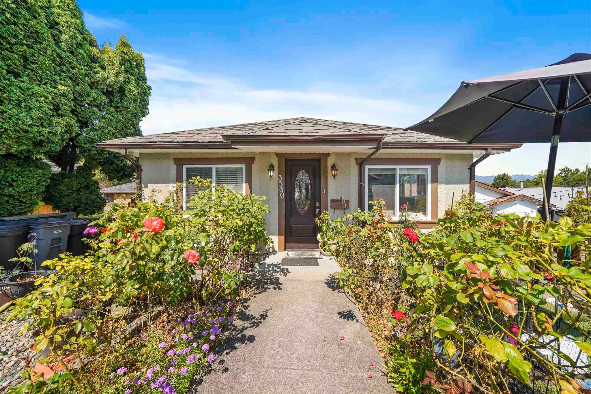 """Main Photo: 3539 COPLEY Street in Vancouver: Grandview Woodland House for sale in """"Trout Lake - Grandview Woodland"""" (Vancouver East)  : MLS®# R2600796"""