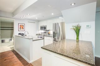 """Photo 4: 311 1288 MARINASIDE Crescent in Vancouver: Yaletown Condo for sale in """"Crestmark I"""" (Vancouver West)  : MLS®# R2602916"""