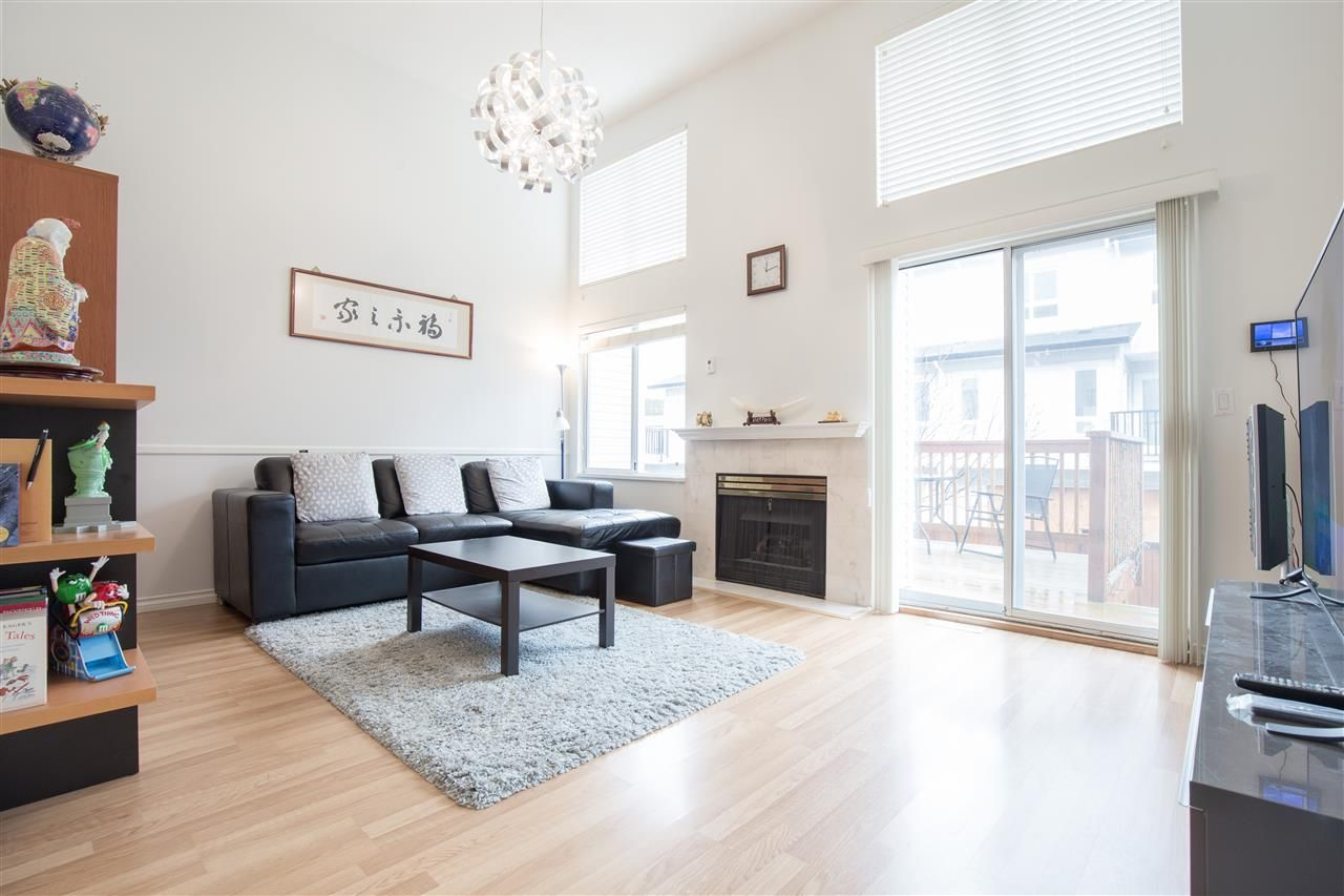 """Photo 3: Photos: C 3374 SEFTON Street in Port Coquitlam: Glenwood PQ Townhouse for sale in """"SEFTON MANOR"""" : MLS®# R2456202"""