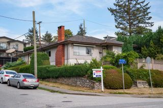 Photo 12: 400 E 1ST Street in North Vancouver: Lower Lonsdale House for sale : MLS®# R2612536