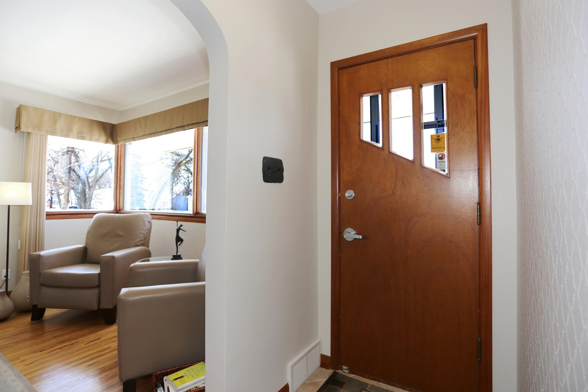 Photo 3: Photos: 349 Guildford Street in Winnipeg: St James Single Family Detached for sale (5E)  : MLS®# 1807654
