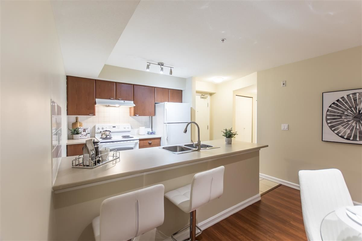 """Photo 3: Photos: 312 10088 148 Street in Surrey: Guildford Condo for sale in """"GUILDFORD PARK PLACE"""" (North Surrey)  : MLS®# R2526530"""