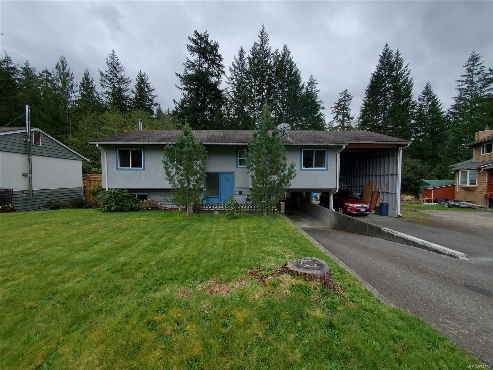 Main Photo: 421 Maquinna Cres in : NI Gold River House for sale (North Island)  : MLS®# 874294