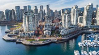 """Main Photo: 112 1288 MARINASIDE Crescent in Vancouver: Yaletown Townhouse for sale in """"Crestmark 1"""" (Vancouver West)  : MLS®# R2617495"""