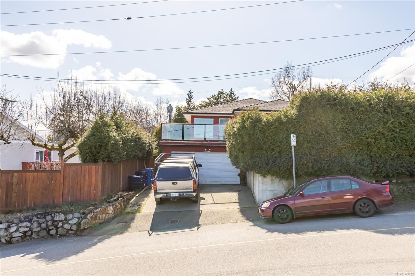 Main Photo: 393 Chestnut St in : Na Brechin Hill House for sale (Nanaimo)  : MLS®# 869122