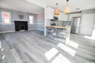 Photo 3: 812 3rd Avenue North in Saskatoon: City Park Residential for sale : MLS®# SK850704
