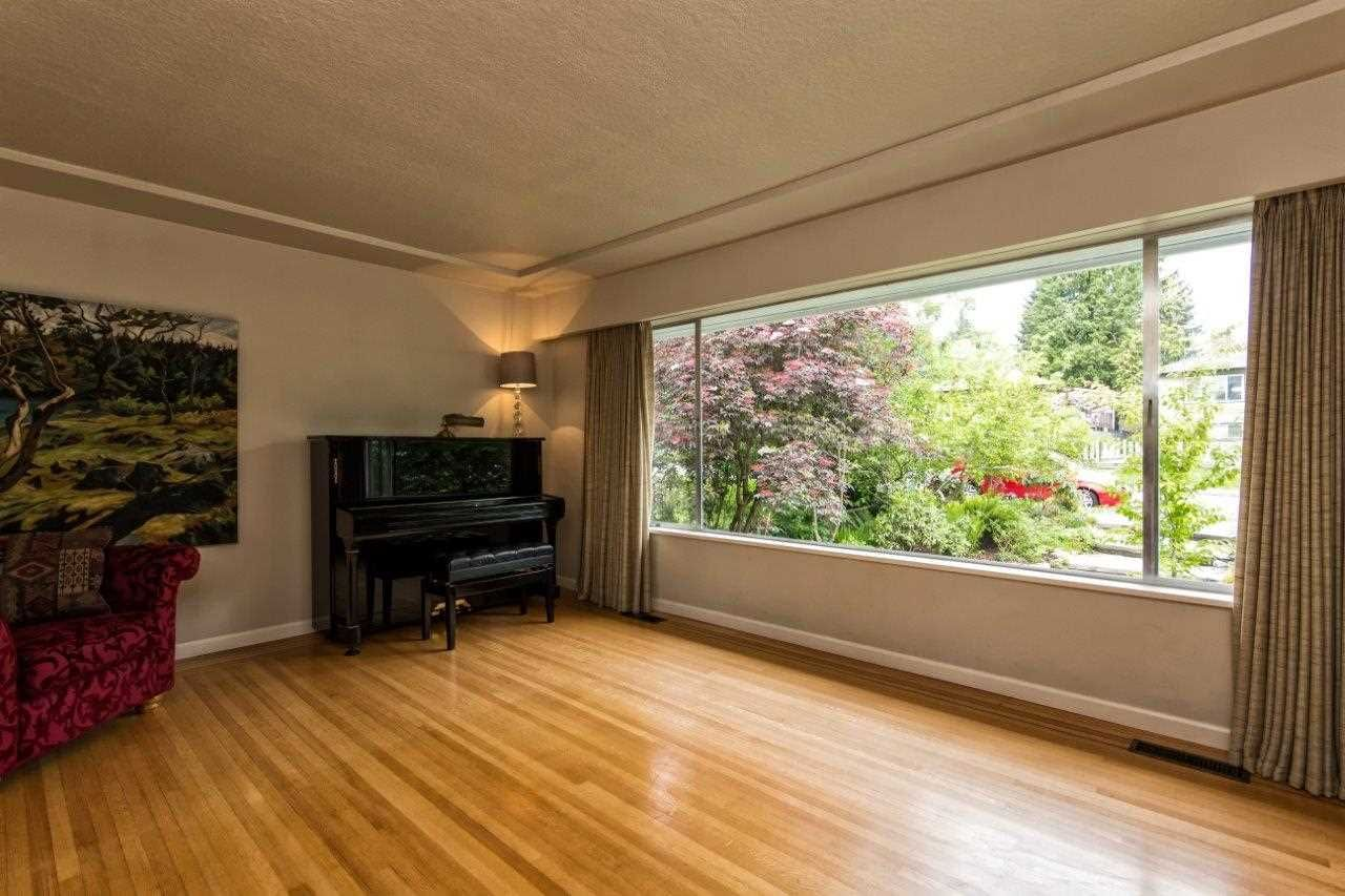 """Photo 12: Photos: 915 E 13TH Street in North Vancouver: Boulevard House for sale in """"Grand Boulevard"""" : MLS®# R2535688"""