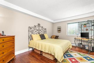 """Photo 16: 105 1379 MERKLIN Street: White Rock Condo for sale in """"THE ROSEWOOD"""" (South Surrey White Rock)  : MLS®# R2590545"""