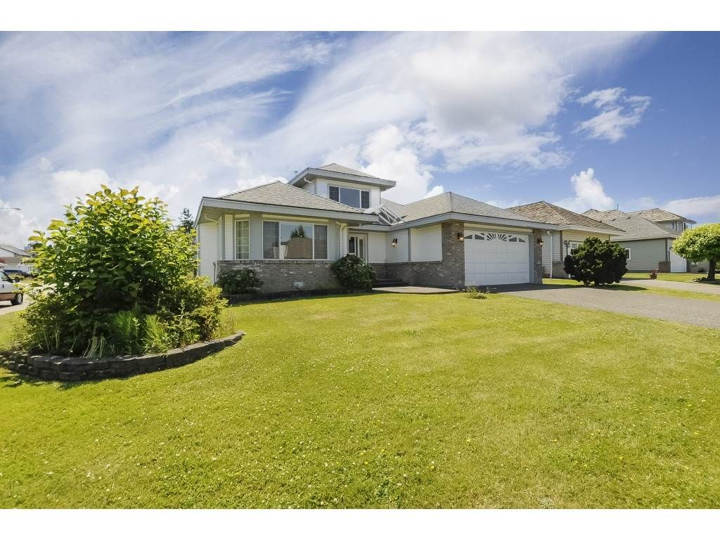 Main Photo: 23150 121A Avenue in Maple Ridge: East Central House for sale : MLS®# R2306571