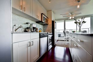 """Photo 8: 701 31 ELLIOT Street in New Westminster: Downtown NW Condo for sale in """"ROYAL ALBERT TOWER"""" : MLS®# R2065597"""
