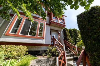 Photo 1: 1106 ST. GEORGES Avenue in North Vancouver: Central Lonsdale Townhouse for sale : MLS®# R2460985