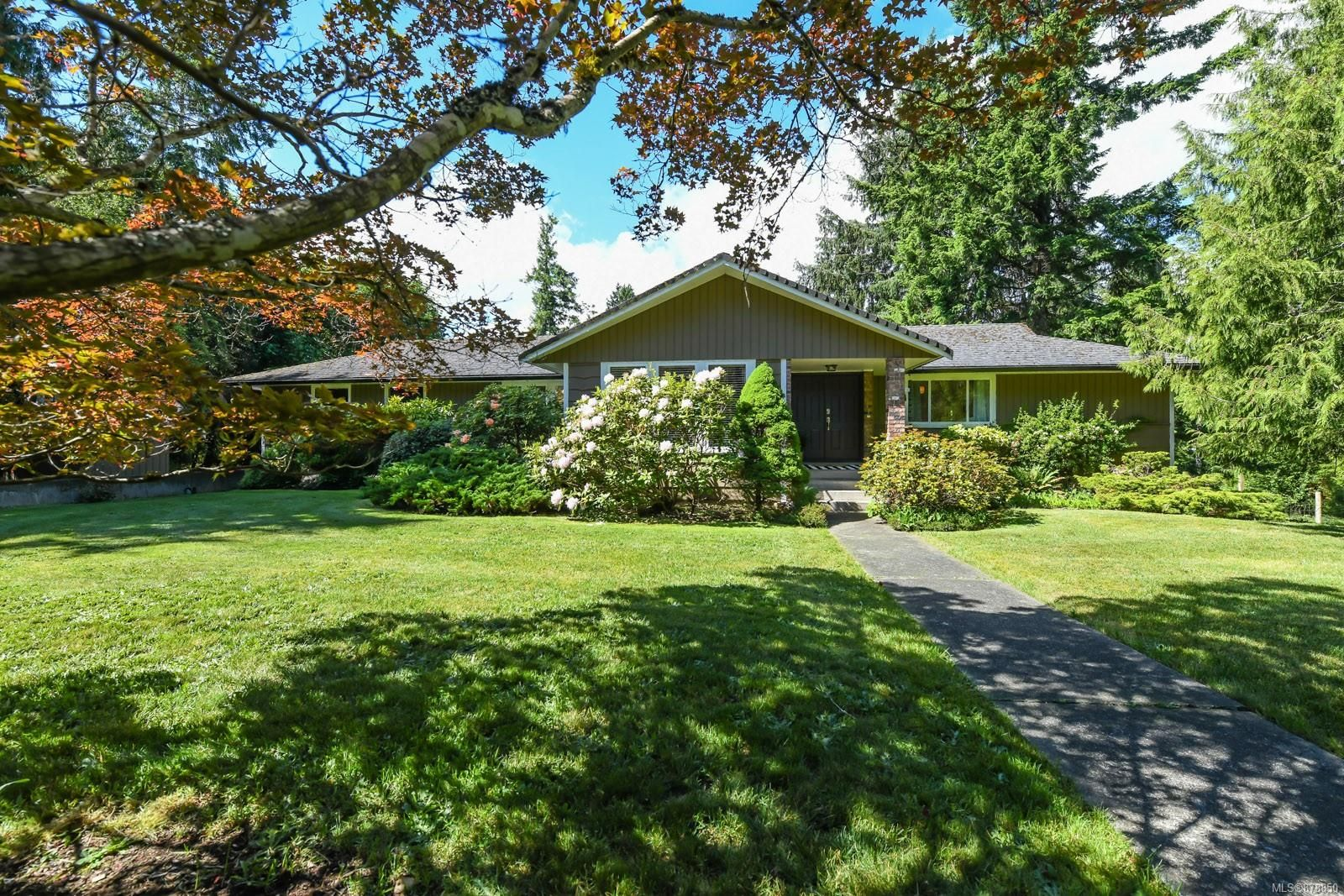 Main Photo: 4949 Willis Way in : CV Courtenay North House for sale (Comox Valley)  : MLS®# 878850