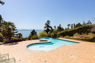 """Photo 31: 13778 MARINE Drive: White Rock House for sale in """"WHITE ROCK"""" (South Surrey White Rock)  : MLS®# R2568482"""