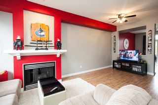 Photo 2: 19 6465 184A Street in Surrey: Cloverdale BC Townhouse for sale (Cloverdale)  : MLS®# R2145774