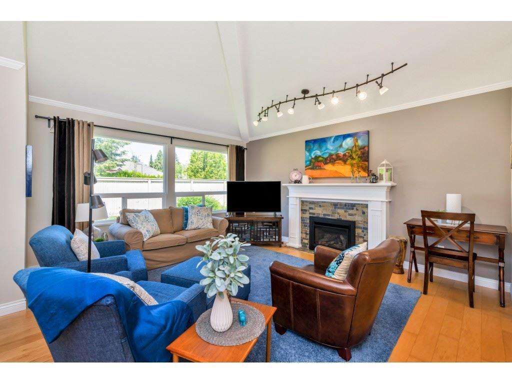 Main Photo: 117 15121 19 AVENUE in Surrey: Sunnyside Park Surrey Townhouse for sale (South Surrey White Rock)  : MLS®# R2459798