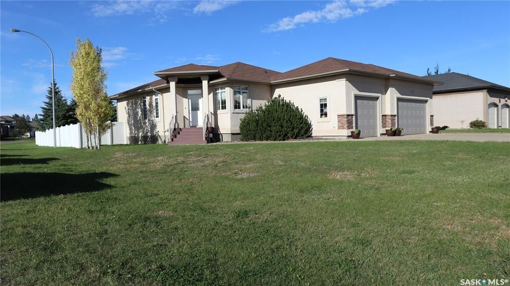 Main Photo: 3 Fairway Crescent in White City: Residential for sale : MLS®# SK870904