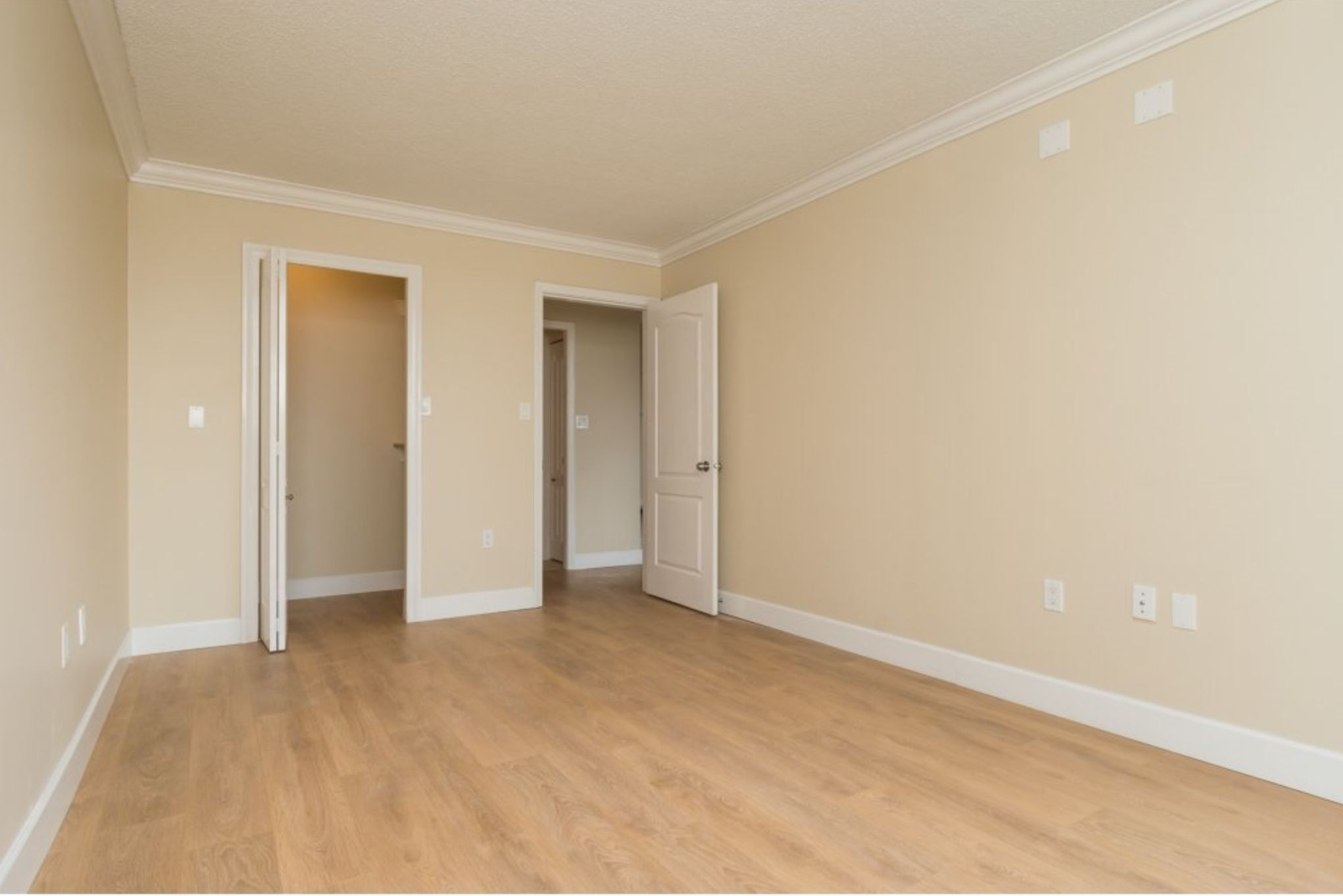 Photo 11: Photos: 410, 15111 Russell Avenue: White Rock Condo for sale (South Surrey White Rock)  : MLS®# R2152299