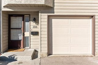 Photo 2: 108 Glamis Terrace SW in Calgary: Glamorgan Row/Townhouse for sale : MLS®# A1070053