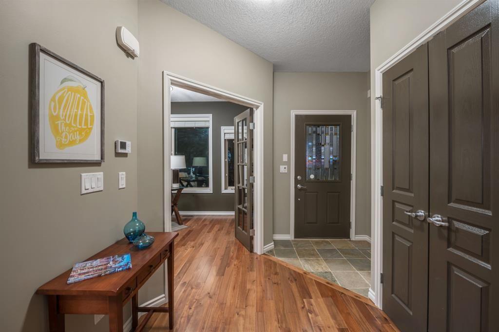 Photo 3: Photos: 2804 36 Street SW in Calgary: Killarney/Glengarry Semi Detached for sale : MLS®# A1058025