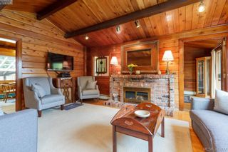 Photo 3: 6898 Woodward Dr in BRENTWOOD BAY: CS Brentwood Bay House for sale (Central Saanich)  : MLS®# 771146