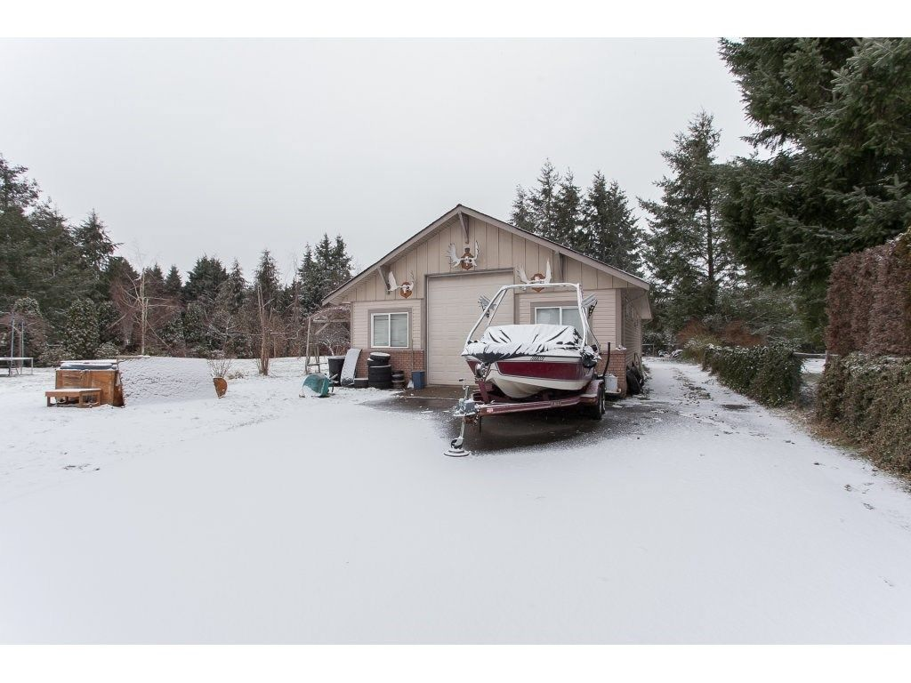 "Photo 16: Photos: 25125 57 Avenue in Langley: Salmon River House for sale in ""Strawberry Hills"" : MLS®# R2136212"