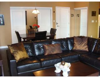 """Photo 4: 402 2628 YEW Street in Vancouver: Kitsilano Condo for sale in """"CONNAUGHT PLACE"""" (Vancouver West)  : MLS®# V784003"""